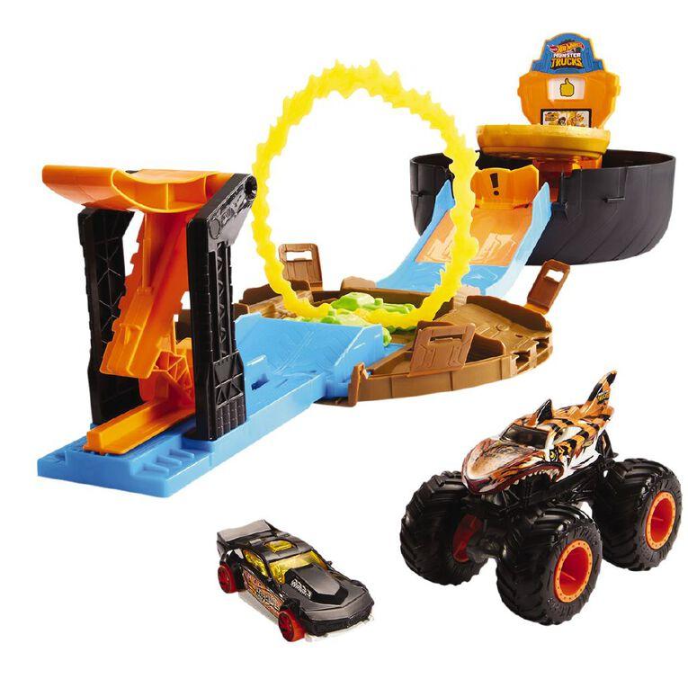 Hot Wheels Monster Trucks Stunt Tire Playset, , hi-res