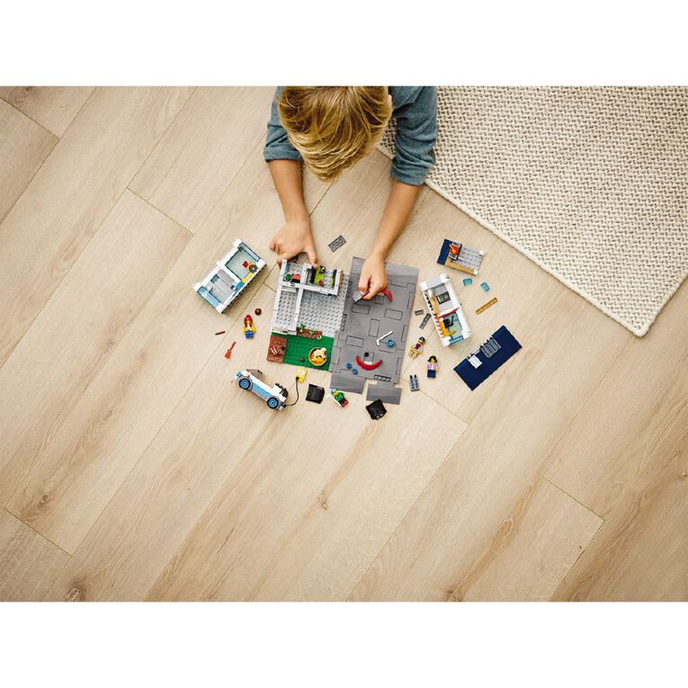 LEGO City Family House 60291, , hi-res