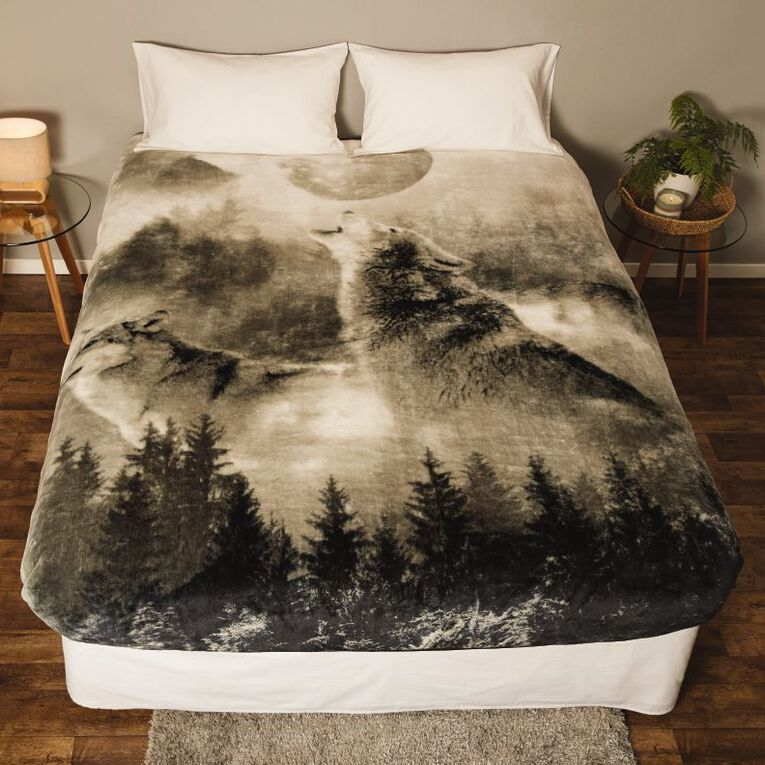 Living & Co Blanket Printed Mink Feel 400gsm Wolf Queen, , hi-res